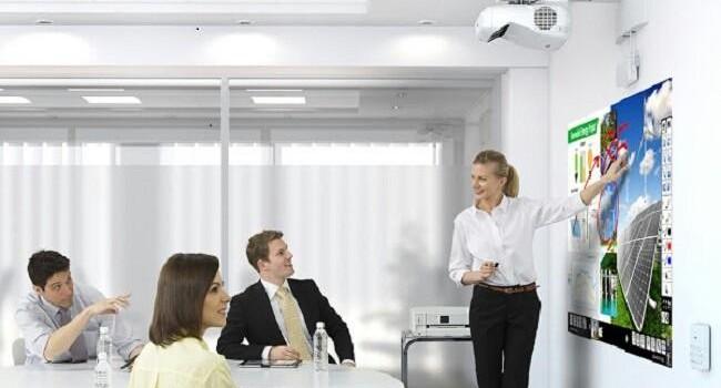 Nuevos proyectores interactivos táctiles de Epson, perfectos para las presentaciones de empresa